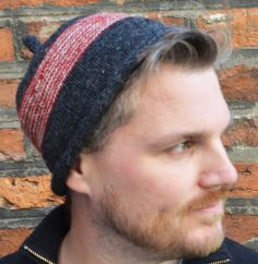 NAYA Half fleece lined pure wool pippet beanie Charcoal/Red